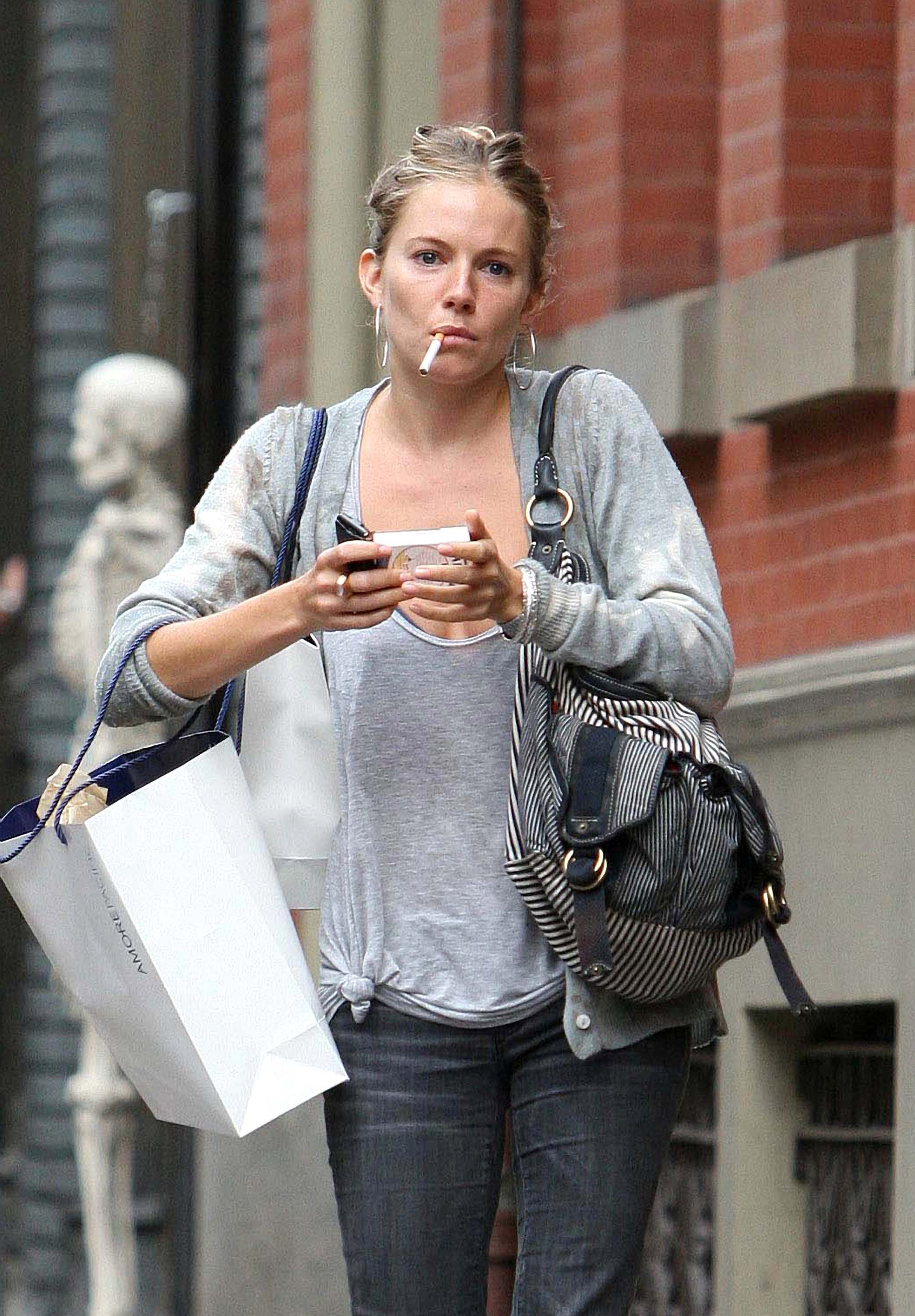 sienna-miller smoking