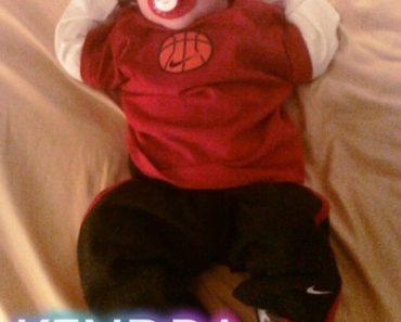 Kendra-Wilkinson-Baskett-Little-Hank-Sleeping-TwitPic-012010-430x575