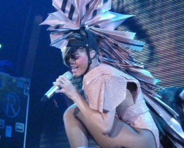 RihannaDaily.com