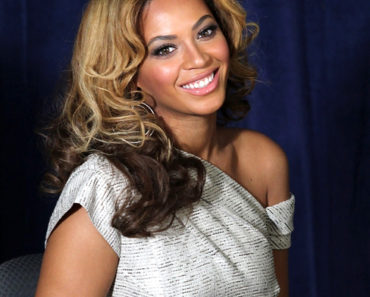 Beyonce Cosmetology Center Unveiling at Phoenix House in Brooklyn on March 3, 2010