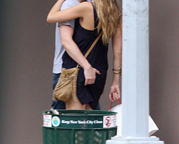 Exclusive - Blake Lively & Penn Badgley Get Hot And Heavy in NYC