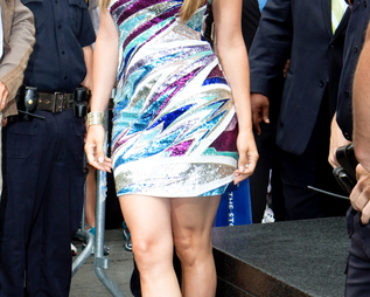 "Jennifer Lopez Unveils ""Be Extraordinary"" Billboard For Boys and Girls Clubs in New York City on June 10, 2010"