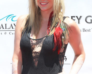 Ke$ha Takes Over Moorea Beach Club in Las Vegas on July 17, 2010