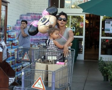 Halle Berry Shops At Bristol Farms With Her Daughter Nahla Ariela Aubry - July 1, 2010