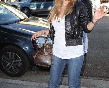 Tila Tequila Shopping In Beverly Hills Shows Her Cuts And Bruises - August 24, 2010
