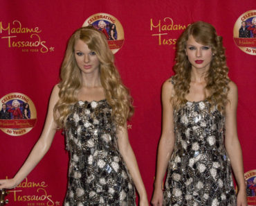 Taylor Swift Unveils Her Wax Figure at Madame Tussauds New York on October 27, 2010