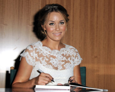 "Lauren Conrad Promotes ""Sugar and Spice"" and ""Lauren Conrad Style Guide"" at Barnes & Noble in New York City on October 5, 2010"