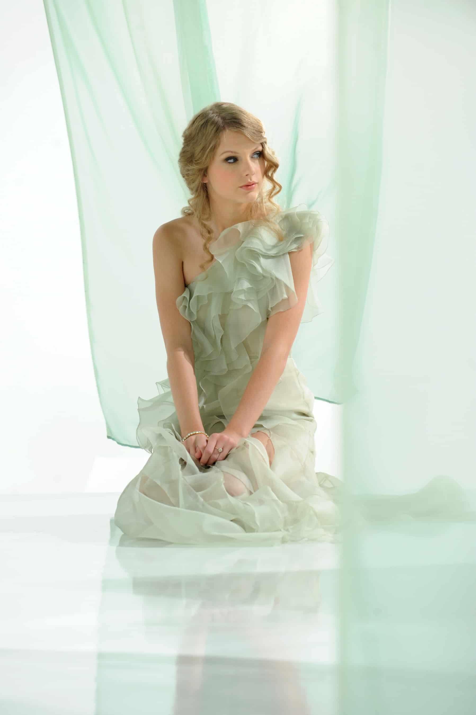 1916: The Easter Rising: Tim Pat Coogan Taylor swift covergirl photoshoot