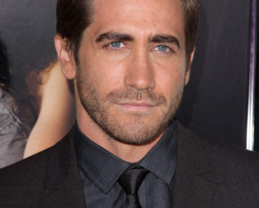 """AFI Fest 2010 Opening Night Gala Screening of """"Love & Other Drugs"""" - Arrivals"""