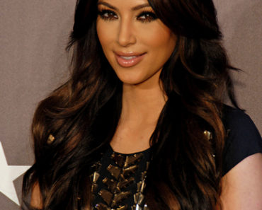 "Kim Kardashian Launches Her New Fragrance ""Kim Kardashian"" at Macy's in Glendale on February 22, 2011"