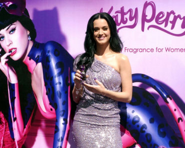 "Katy Perry Promotes Her New Fragrance ""Purr"" at Liverpool Perisur in Mexico City on February 5, 2011"
