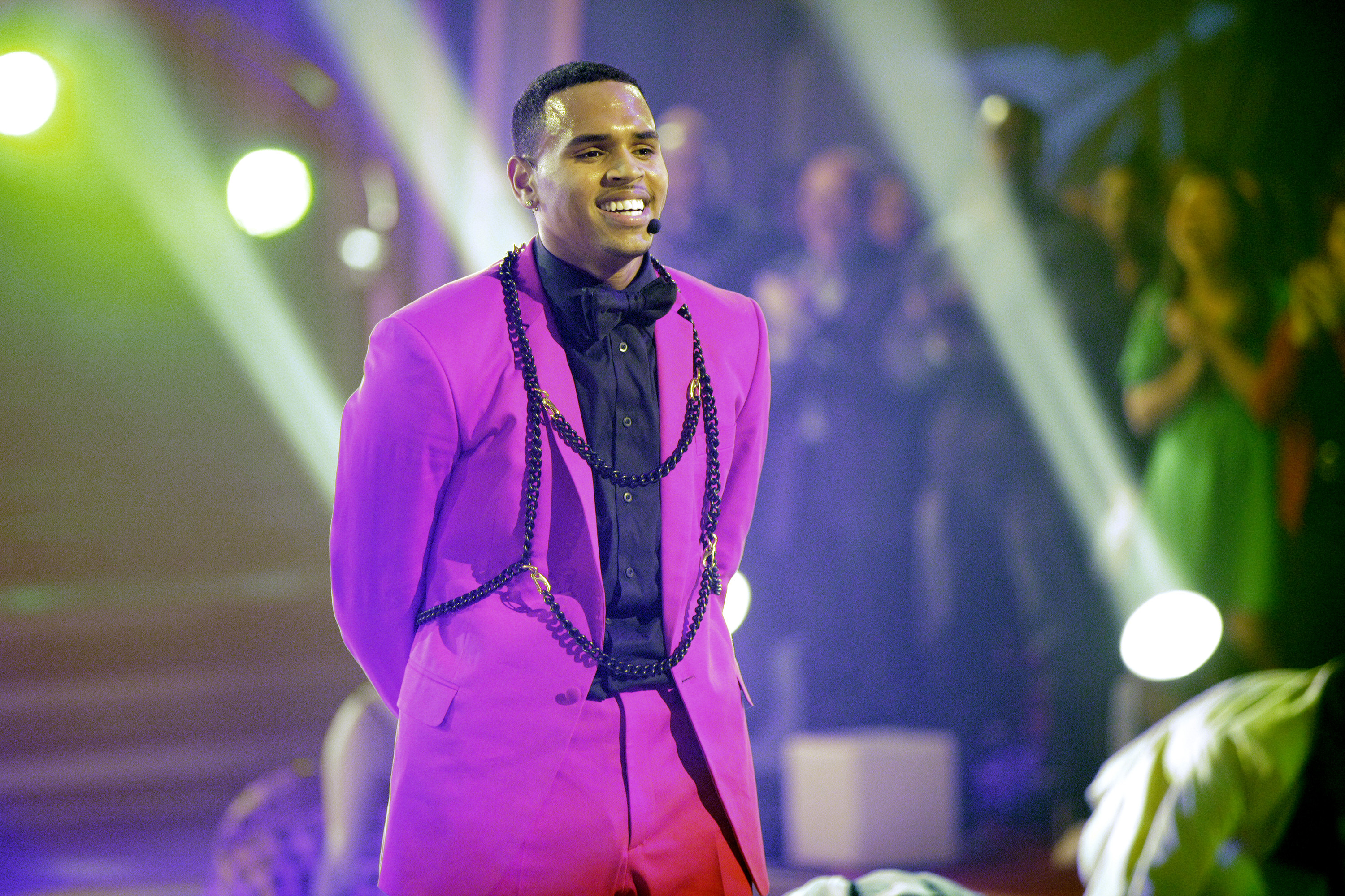 Chris Brown's New Album F A M E  Goes to #1! - Beautelicious