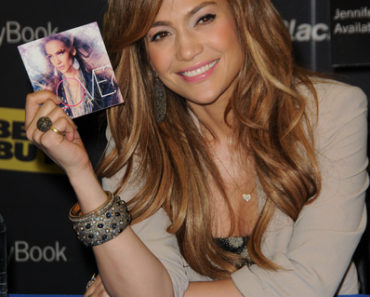 "Jennifer Lopez Launches the BlackBerry PlayBook and Her New Album ""LOVE?"" at Best Buy in Los Angeles on April 19, 2011"