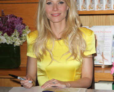 "Gwyneth Paltrow ""My Father's Daughter: Delicious, Easy Recipes Celebrating Family & Togetherness"" Book Signing at Williams-Sonoma in Beverly Hills on Aprril 21, 2011"