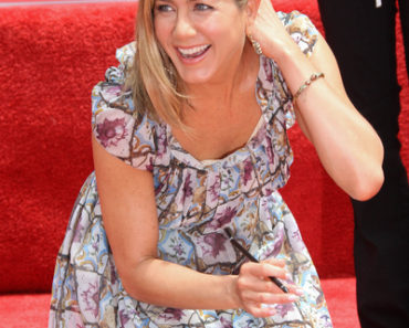 Jennifer Aniston Hand and Footprint Ceremony at Grauman's Chinese Theatre in Hollywood on July 7, 2011