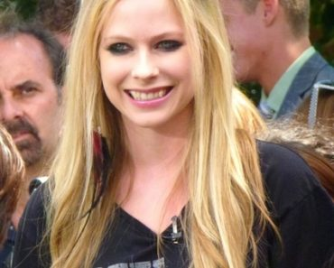 """Extra"" Interview with Avril Lavigne at The Grove in Los Angeles on July 12, 2011"