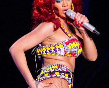 Rihanna Performs in Vegas