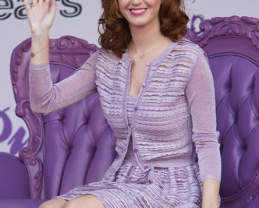"""Katy Perry Promotes Her New Fragrance """"Purr"""" at Sears in Toronto on June 30, 2011"""