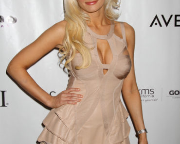 "Holly Madison Receives the ""Beautiful Humanitarian Award"" at the North American Hair Styling Awards Ceremony in Las Vegas on July 31, 2011"