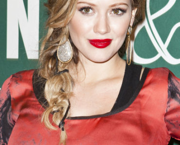 "Hilary Duff ""Devoted: An Elixir Novel"" Book Signing at Barnes & Noble at The Grove in Los Angeles on October 14, 2011"