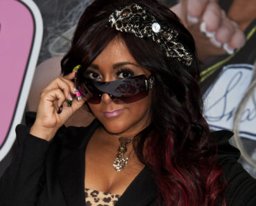 "Nicole ""Snooki"" Polizzi Promotes her Snooki Designer Sunglasses Line at The NYS Collection Eyewear Kiosk at The Staten Island Mall in Staten Island on October 22, 2011"