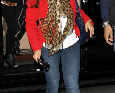 Beyonce Knowles Is A Lady In Red