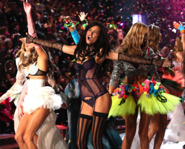 2011 Victoria's Secret Fashion Show - Runway and Performance