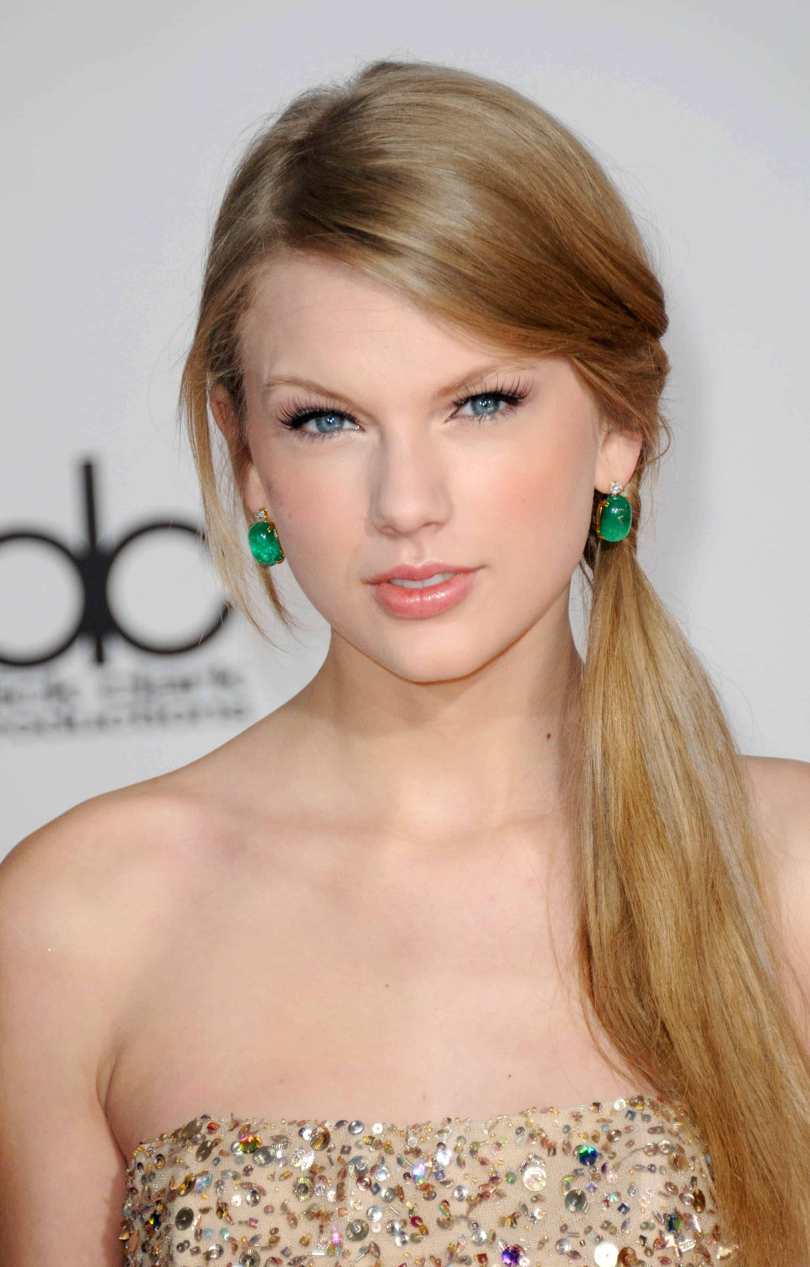 Taylor Swift Inspired Makeup Tutorial: Taylor Swift Rocks Madison Square Garden! Plus Get Her