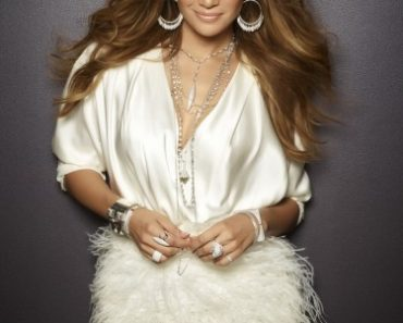 AMERICAN IDOL: Jennifer Lopez. CR: Warwick Saint / FOX.
