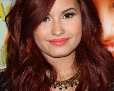 Demi Lovato Signs Copies of Seventeen Magazine at Barnes & Noble in Los Angeles on January 4, 2012