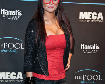 "Jenni ""JWOWW"" Farley Hosts Epic Saturdays at The Pool After Dark Nightclub at Harrah's Resort in Atlantic City on January 21, 2012"