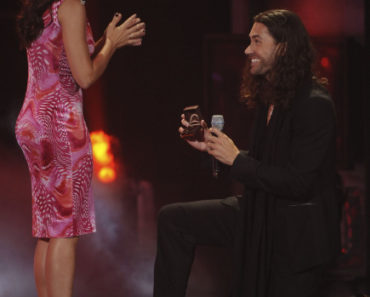 AMERICAN IDOL: Idol Finalists Ace Young has a special question to propose to  Diana DeGarmo during the season 11 AMERICAN IDOL GRAND FINALE