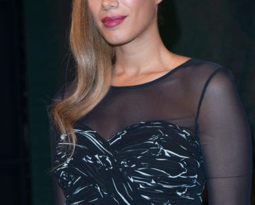 "Leona Lewis ""Glassheart"" Album Signing at HMV in London on October 15, 2012"