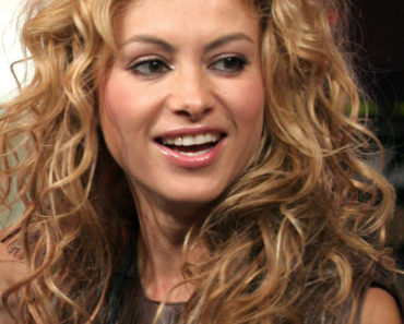 Paulina Rubio Performs Live on MTV's Mi TRL