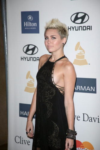 Miley side boob grammy