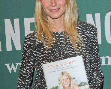 "Gwyneth Paltrow ""It's All Good: Delicious, Easy Recipes That Will Make You Look Good and Feel Great"" Book Signing at Barnes & Noble in Los Angeles on April 3, 2013"