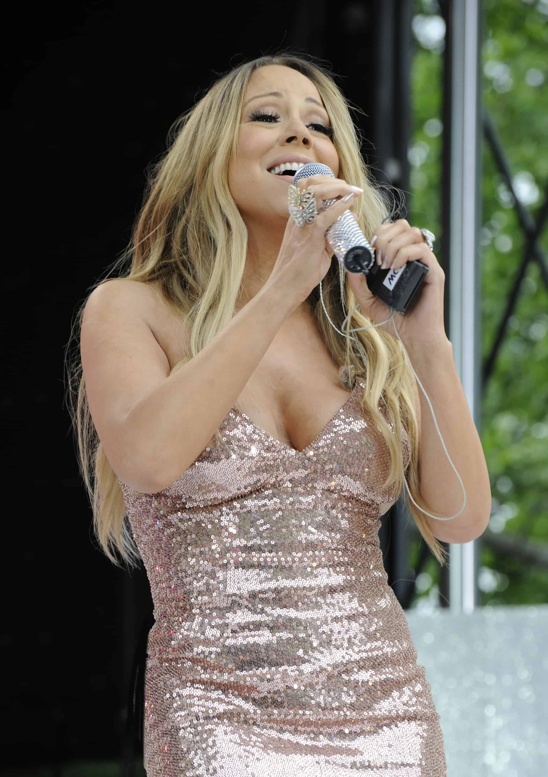 Mariah Carey Suffers Wardrobe Malfunction