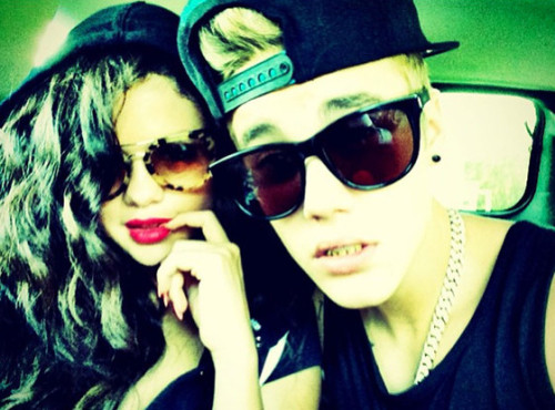 Selena Justin Juky 4th 500x370 Justin Bieber Defends Deposition Behavior, Felt Harrassed