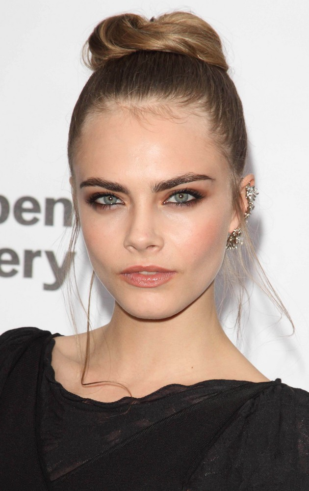 caras gay personals Cara delevingne is sort of a big deal yes, she is indeed dating fast & furious actress michelle rodriguez, but she's also the supermodel of the moment after getting her modelling break.