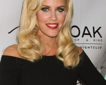 Jenny McCarthy Hosts at 1Oak Nightclub in Las Vegas on September 28, 2013