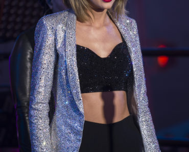 """New Year's Rockin' Eve 2015"" with Taylor Swift in Concert in Times Square in New York City - December 31, 2014"