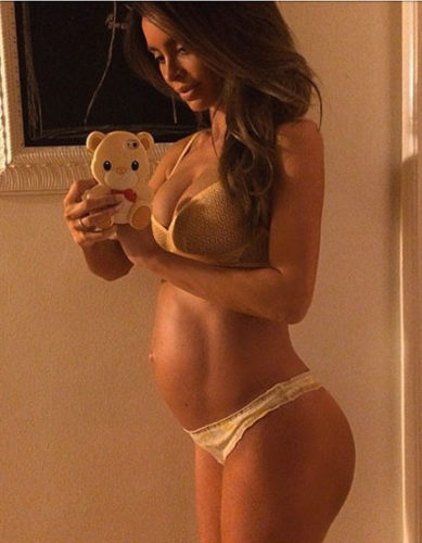 Sarah-stage-pregnant-instagram