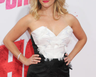 """04/30/2015 - Reese Witherspoon - """"Hot Pursuit"""" Los Angeles Premiere - Arrivals - TCL Chinese Theatre IMAX - Hollywood, CA, USA - Keywords: Vertical, California, Film Premiere, Movie Premiere, Arrival, Film Industry, Red Carpet Event, Arts Culture and Entertainment, Celebrities, Celebrity, Topix, Bestof, Mann Theaters Orientation: Portrait Face Count: 1 - False - Photo Credit: Izumi Hasegawa / PRPhotos.com - Contact (1-866-551-7827) - Portrait Face Count: 1"""