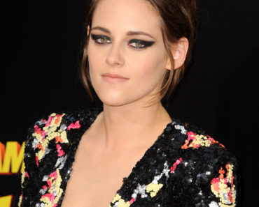 "08/18/2015 - Kristen Stewart - ""American Ultra"" Los Angeles Premiere - Arrivals - Ace Theater Downtown LA - Los Angeles, CA, USA - Keywords:  Orientation: Portrait Face Count: 1 - False - Photo Credit: David Gabber / PRPhotos.com - Contact (1-866-551-7827) - Portrait Face Count: 1"