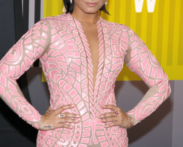 08/30/2015 - Demi Lovato - 2015 MTV Video Music Awards - Arrivals - Microsoft Theater - Los Angeles, CA, USA - Keywords:  Orientation: Portrait Face Count: 1 - False - Photo Credit: David Gabber / PRPhotos.com - Contact (1-866-551-7827) - Portrait Face Count: 1
