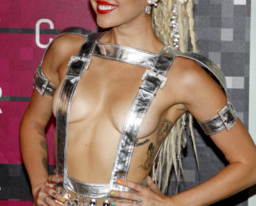 08/30/2015 - Miley Cyrus - 2015 MTV Video Music Awards - Arrivals - Microsoft Theater - Los Angeles, CA, USA - Keywords:  Orientation: Portrait Face Count: 1 - False - Photo Credit: David Gabber / PRPhotos.com - Contact (1-866-551-7827) - Portrait Face Count: 1