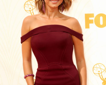 09/20/2015 - Sarah Hyland - 67th Annual Primetime Emmy Awards - Arrivals - Microsoft Theater - Los Angeles, CA, USA - Keywords:  Orientation: Portrait Face Count: 1 - False - Photo Credit: David Gabber / PRPhotos.com - Contact (1-866-551-7827) - Portrait Face Count: 1