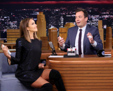 THE TONIGHT SHOW STARRING JIMMY FALLON -- Episode 0328 -- Pictured: (l-r) Actress Jessica Alba during an interview with host Jimmy Fallon on September 14, 2015 -- (Photo by: Douglas Gorenstein/NBC)