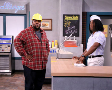 "THE TONIGHT SHOW STARRING JIMMY FALLON -- Episode 0335 -- Pictured: (l-r) Kenan Thompson and Kel Mitchell during the ""Good Burger"" skit on September 23, 2015 -- (Photo by: Douglas Gorenstein/NBC)"