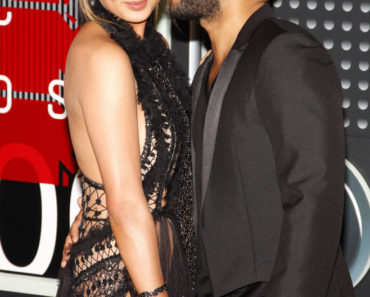08/30/2015 - Chrissy Teigen and John Legend - 2015 MTV Video Music Awards - Arrivals - Microsoft Theater - Los Angeles, CA, USA - Keywords:  Orientation: Portrait Face Count: 1 - False - Photo Credit: David Gabber / PRPhotos.com - Contact (1-866-551-7827) - Portrait Face Count: 1